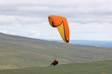 Fototapeta Tandem paraglider in the Brecon Beacons, Wales