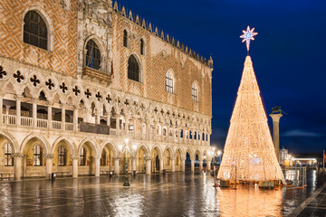 Fototapeta Christmas decorations in Venice, Italy