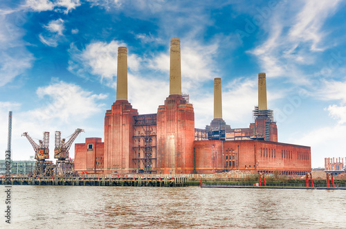 Foto auf AluDibond Alte verlassene Gebäude Battersea Power Station, London, UK