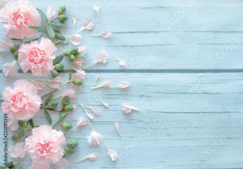 Fotografia, Obraz  pink carnation flowers on wood table.