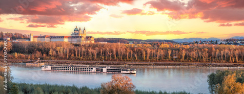 Foto Panorama of Melk abbey with Danube river and autumn forest