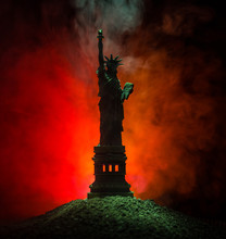 Silhouette Statue Of Liberty On Dark Toned Foggy Background. Statue Of Liberty On The Background Of Colorful Dawn Sky