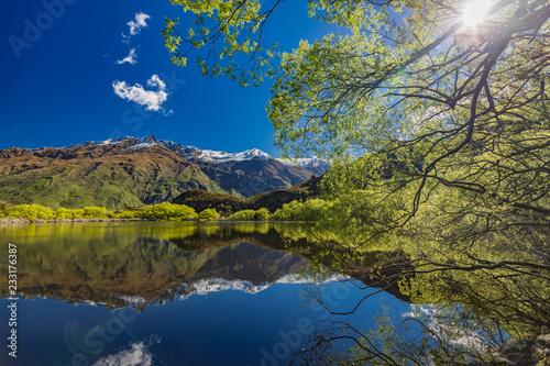 Fotografiet  Diamond Lake in the Mt Aspiring National Park near Wanaka, New Zealand, Rocky Mo