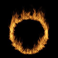 Konceptualny żółty pomarańczowy gorący rozszalały blask ognia, okręgu round pierścionku płomienia kształt odizolowywał czarnego tło. Streszczenie łatwopalne niebezpieczeństwo piekło realistyczne spalić ognisty energii efect ilustracja 3D