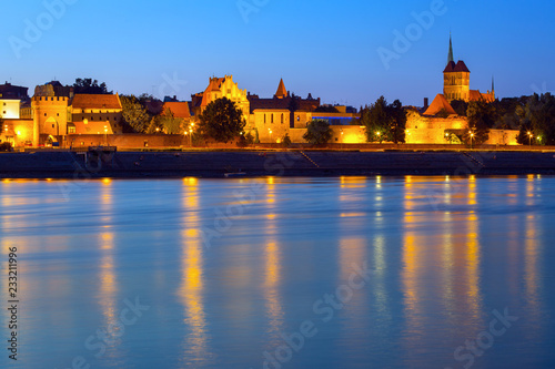 Foto op Canvas Praag Old town of Torun at night reflected in Vistula river, Poland