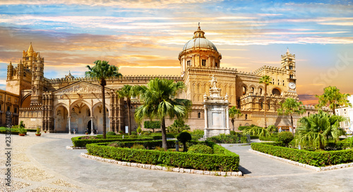 Photo sur Aluminium Palerme Panoramic view of cathedral church, of the Roman Catholic Archdiocese of Palermo in Sicily - Italy.