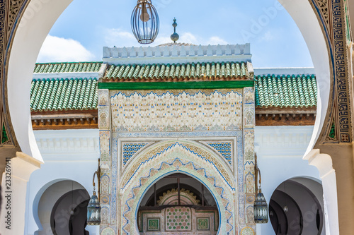Cuadros en Lienzo Arch of the mosque university of Fes medina, Morocco