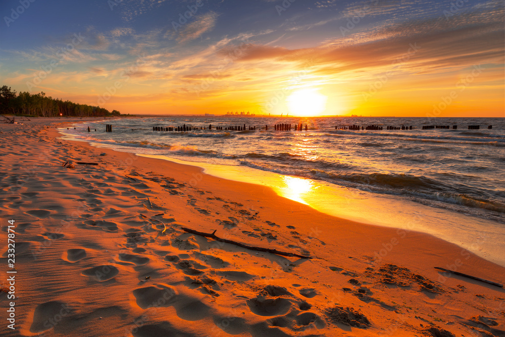 Fototapety, obrazy: Niesamowity zachód słońca na plaży nad Morzem Bałtyckim, pejzaż