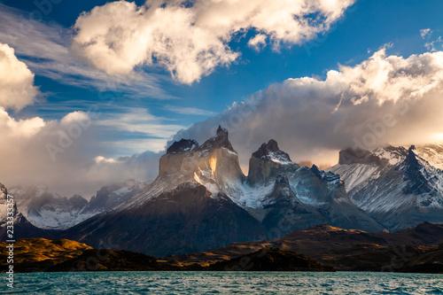 Spoed Foto op Canvas Centraal-Amerika Landen Majestic mountain landscape. National Park Torres del Paine, Chile.