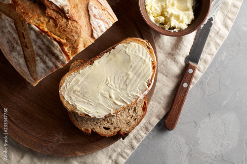 Fotomural Artisan sliced toast bread with butter and sugar on wooden cutting board