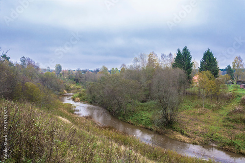 Deurstickers Rivier A small river Ukhtoma in the village of Kukoboy on an autumn day, Russia.