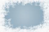 natürlich gewachsene Eiskristalle auf blauem Hintergrund