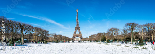 Photo sur Toile Europe Centrale Paris Panorama im Winter mit Eiffelturm