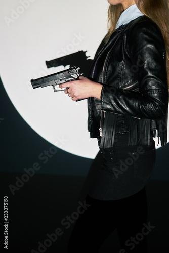 Photo  beautiful sexy girl holding gun . projector light background