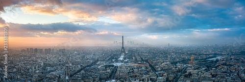 Poster Paris Paris skyline im Winter bei Sonnenuntergang