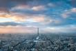 Paris Skyline im Winter bei Sonnenuntergang, Frankreich