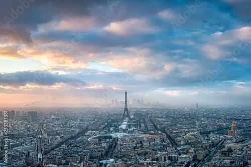 plakat Paris Skyline im Winter bei Sonnenuntergang, Frankreich