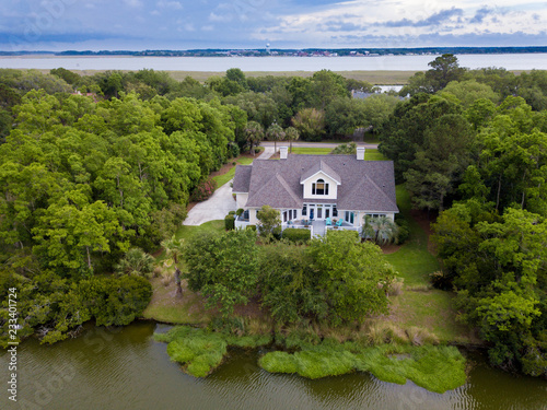 Cuadros en Lienzo Aerial view of waterfront home on wooded property