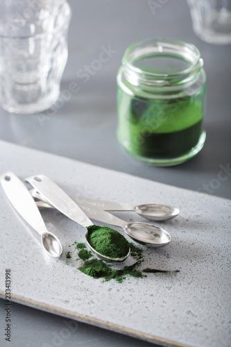Poster Aromatische spirulina powder healthy dietary supplement