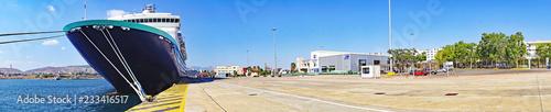 Fototapeta Trasatlántico en el puerto de Atenas, Grecia, Europa