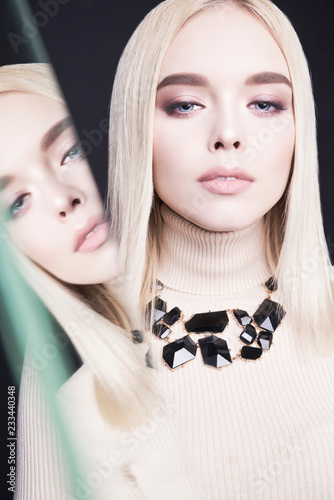 Poster womenART Beautiful young blonde with classic makeup and modern jewelry