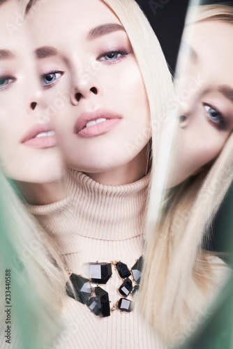 Foto op Plexiglas womenART Beautiful young blonde with classic makeup and modern jewelry