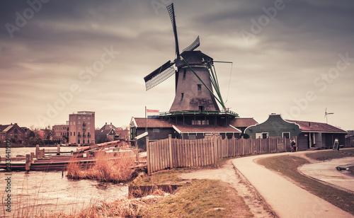 Foto op Aluminium Europese Plekken Zaanse Schans town, old windmill