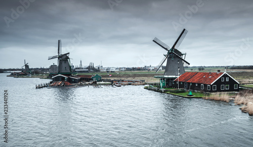 Foto op Aluminium Europese Plekken Old Windmills on river coast near Amsterdam