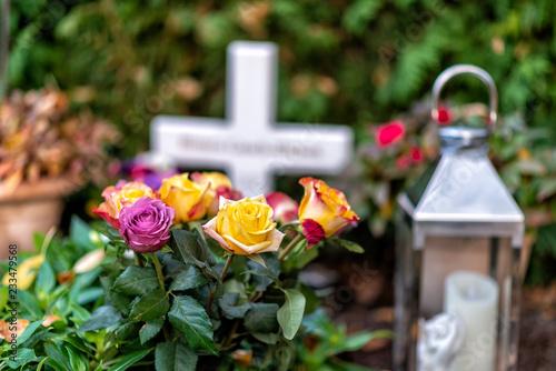 Foto auf AluDibond Friedhof Friedhof mit alten Gräbern