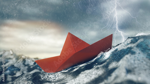 Fotografiet Risiko Konzept mit Papierboot im Sturm auf Meer