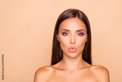 Fototapeta Adorable charming brunette hair lady with her naked shoulders sh