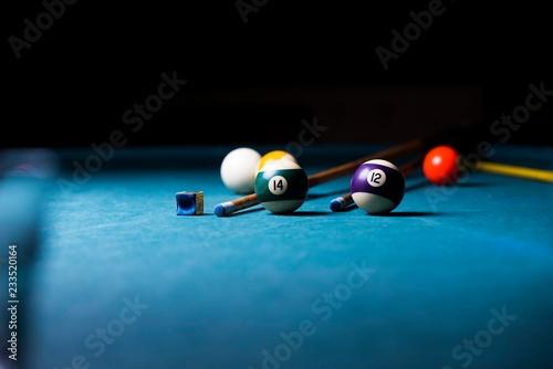 Fotografie, Tablou billiard table with cue and balls. billiard background