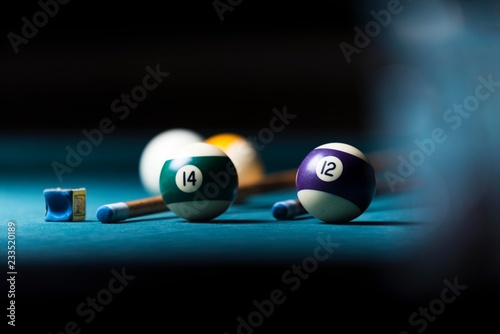 Fotomural billiard table with cue and balls. billiard background