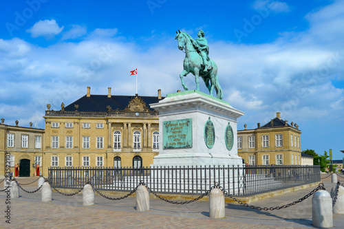 Photo  Equestrian statue of Frederik, Copenhagen