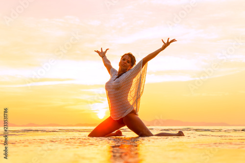obraz lub plakat Beautiful Woman at the beach in Thailand at sunset