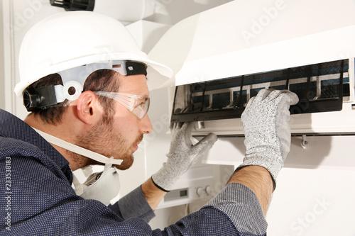 Fotomural  klima bakım onarımı dezenfekte işlemi