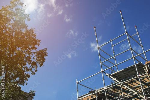 Fotografia Aluminum Scaffolding & Ladder at a Construction Site with Blue Sky