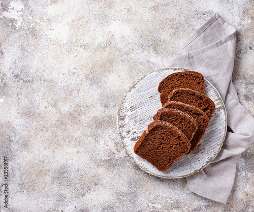 Tuinposter Brood Fresh sliced rye bread on light background