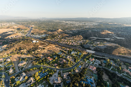 Foto op Plexiglas Luchtfoto Late afternoon aerial view of mansions, condos along the 118 freeway in the Chatsworth neighborhood of Los Angeles, California.