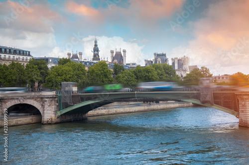Fotografia  the river Seine flows through Paris.
