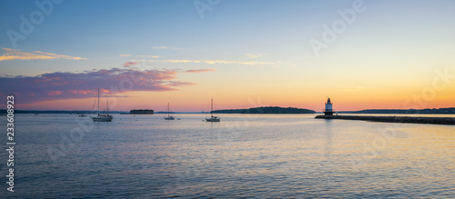 Fotografia  Panorama sunrise of a harbor with sailboats and Spring Point Ledge Lighthouse