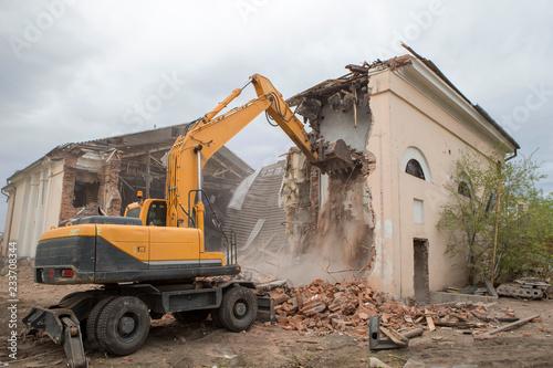 Obraz na plátně Demolition of the old building