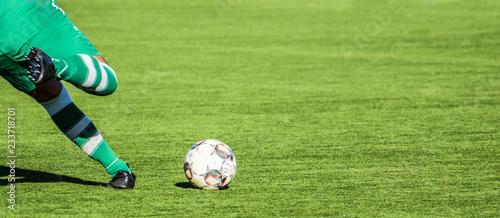 Photo  Fussballspieler kurz vor dem Schuss