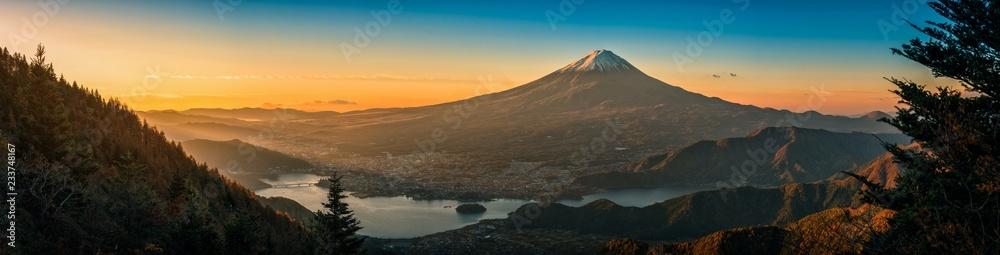 Fototapety, obrazy: Mt. Fuji over Lake Kawaguchiko with autumn foliage at sunrise in Fujikawaguchiko, Japan.