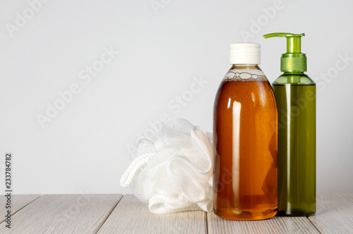 Papel de parede Composition with plastic bottles and washcloth