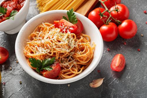 Obraz na płótnie Pasta, spaghetti with tomato sauce in white bowl on grey background
