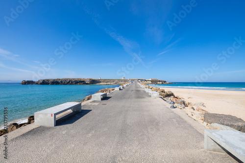Fotografía  asphalt road and breakwaters to Isla Palomas, Pigeon Island, from Tarifa town in Cadiz (Andalusia, Spain, Europe)