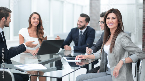 Fototapety, obrazy: business team discusses new ideas at a business meeting