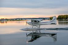 Float Pontoon Airplane Landing...