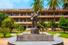 Tuol Sleng Genocide Museum, Ph...